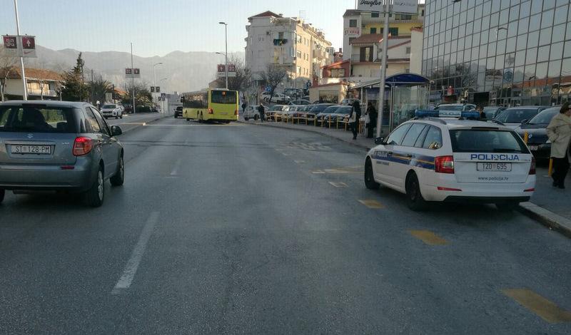 Policija na autobusnoj stanici